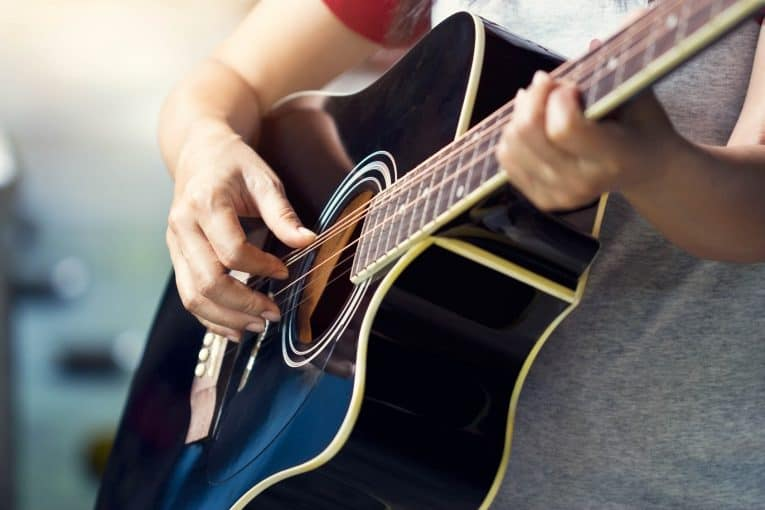 10 Best Free Android Apps to Help You Learn Guitar